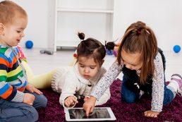Los niños pueden utilizar la pantalla táctil a los 2 años